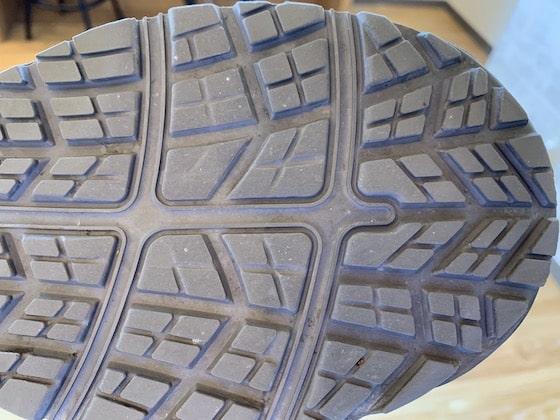 ウィンジョブCP303は唯一、横方向にも滑りにくい靴底