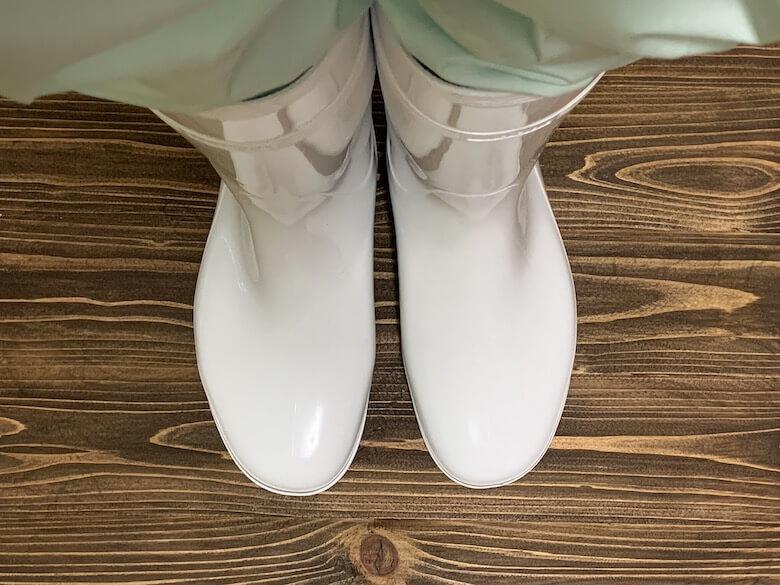 ハイグリップHG2000Nは、生地の薄い白衣のパンツでも隙間がないのが上から見てもわかる