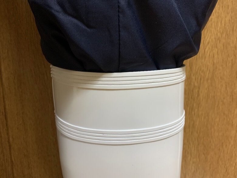ハイグリップHG2000Nは、防寒白衣のパンツでも隙間がない