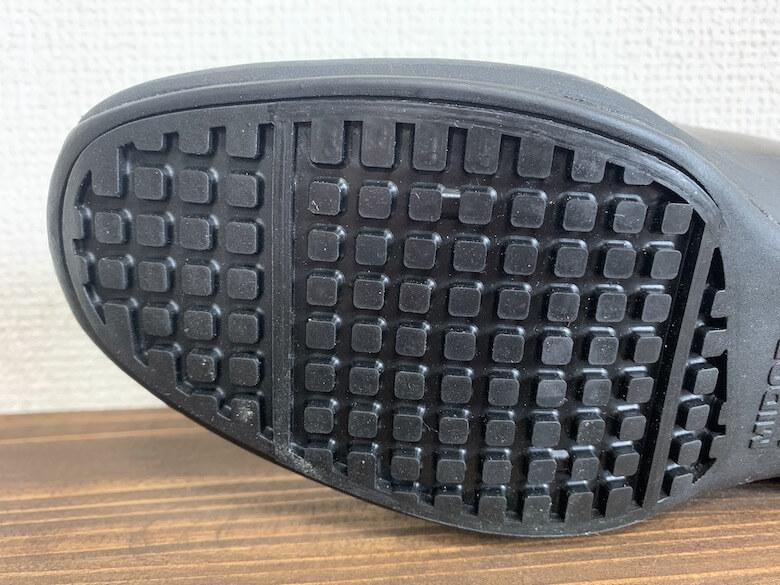 ハイグリップパンプスHRS-501の靴底は大理石でも滑りにくい