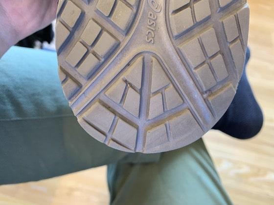 アシックス ウィンジョブcp-303 カカトの靴底のすり減り
