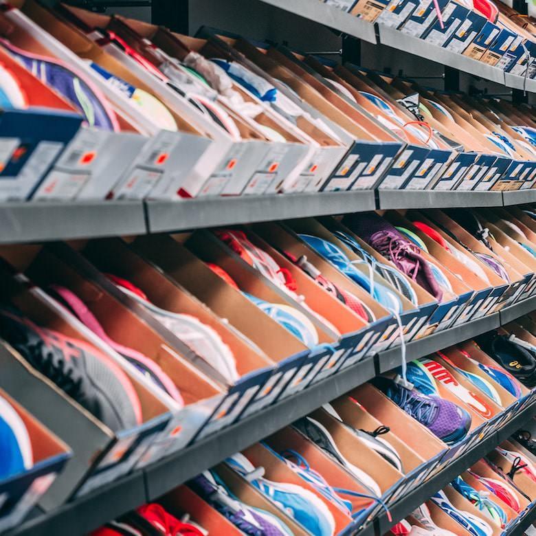立ち仕事で疲れない靴選びは大変