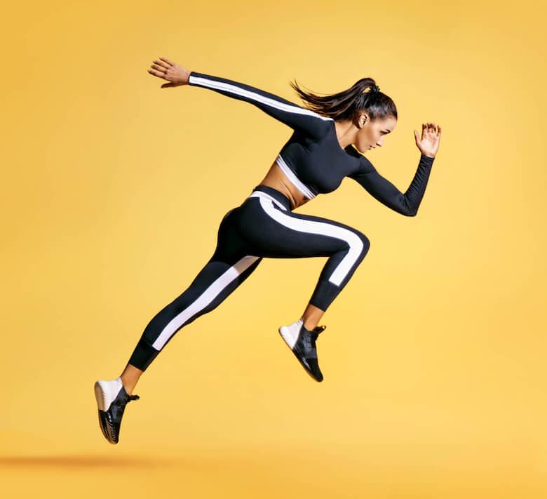 人間は運動して、足の筋肉が血管をしぼり血液が上半身に向けて流れる