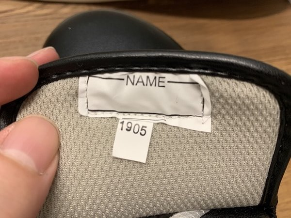 JCMコックシューズはネームの縫い付けが雑