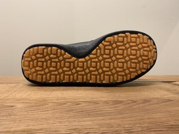 シェフメイトα-100の靴底は滑りにくい