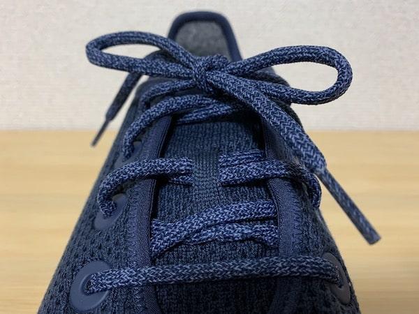 オールバーズのウールランナーは靴紐でフィッティング性が高い