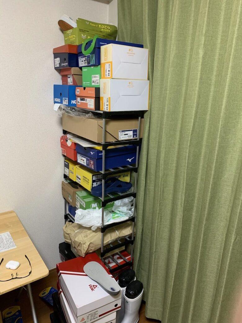 家にある多量の靴