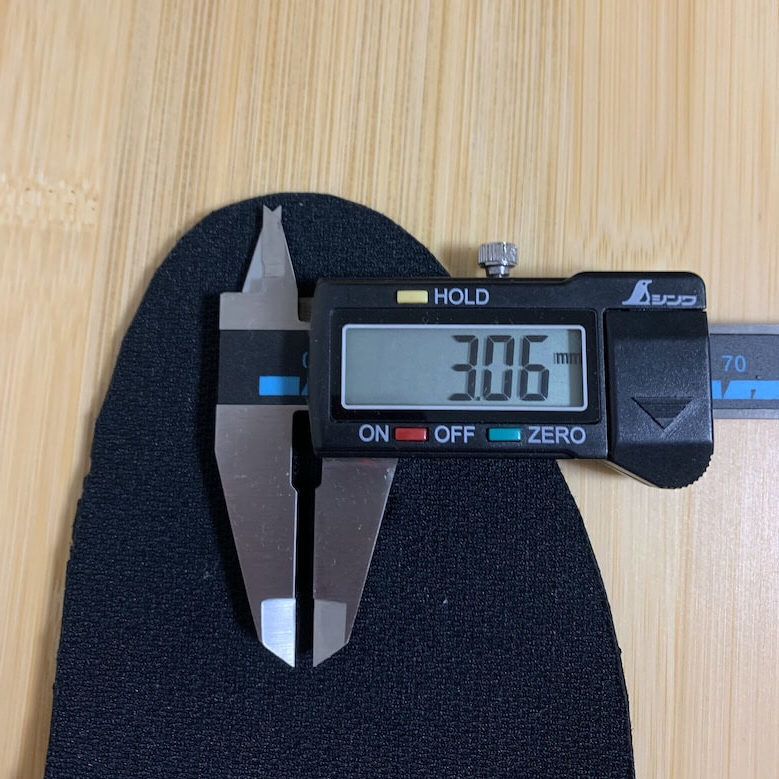 ワークプラスSL603P-5のインソールの厚みは、つま先で3.06mm