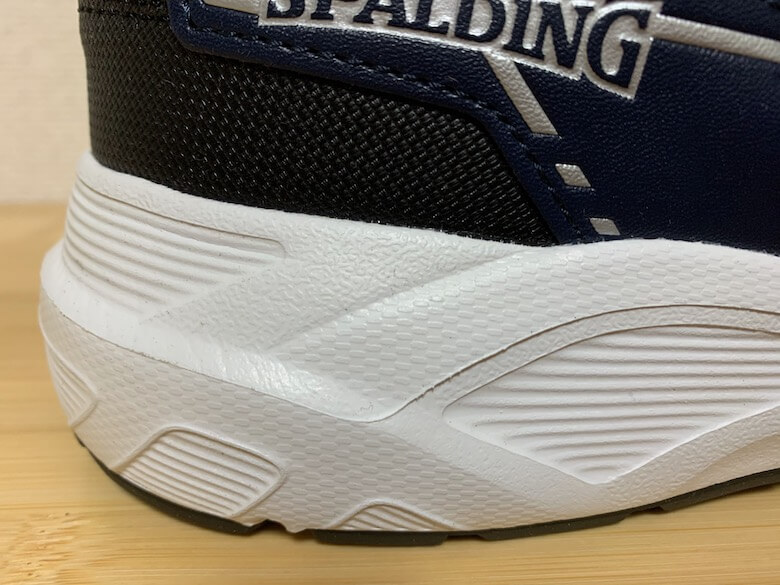 スポルディングの安全靴は、厚底で疲れにくい