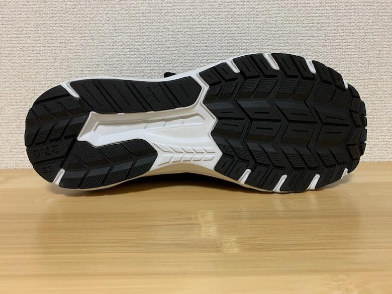 スポルディングの安全靴は、滑りにくい