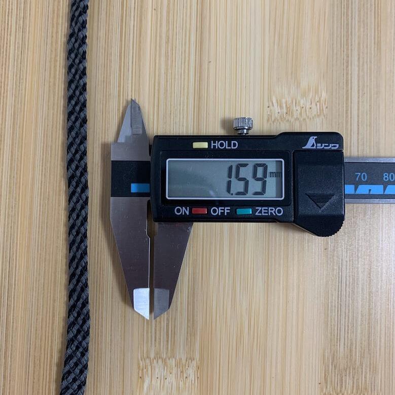 ラバーテックRTU210の靴紐の厚みは159mm