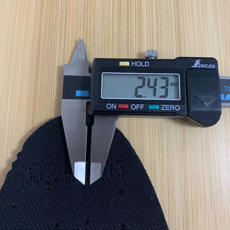 プレミアムコンフォートPRM200のインソールは1番薄いつま先で2.43mm