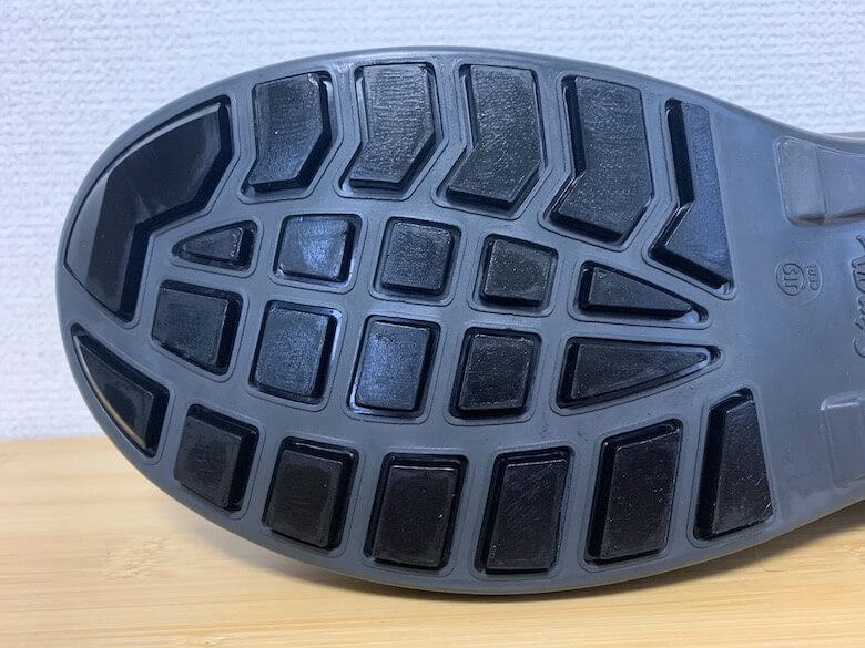 シモンWS18の靴底は滑りにくいし疲れにくい