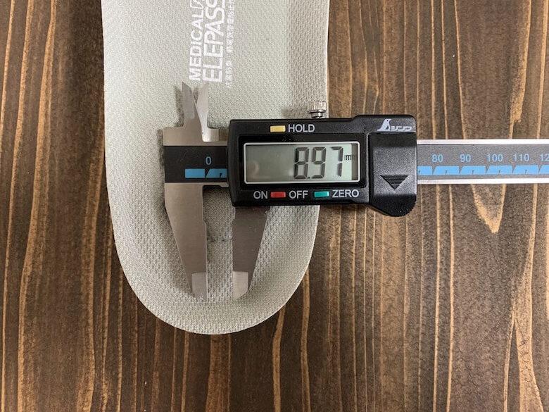メディカルエレパスCSS-700Siのインソールの踵の厚みは8.97mm