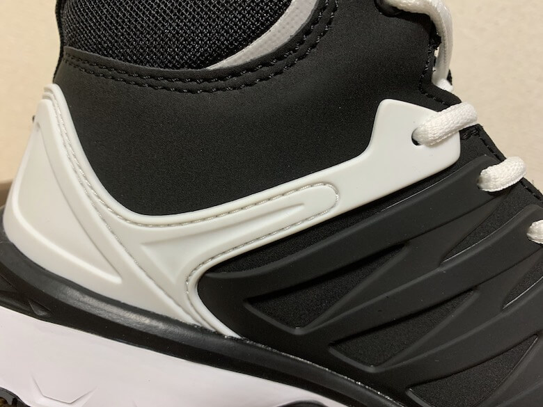 ヴェロシティ2.0は靴紐でフィッティング性を高めることが可能