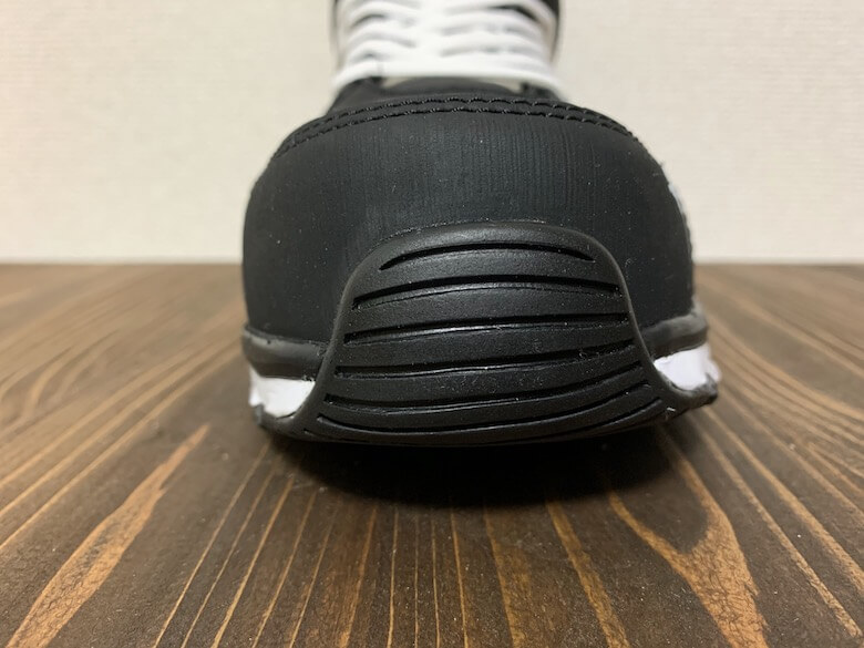 ヴェロシティ2.0は靴底が巻き上がっている