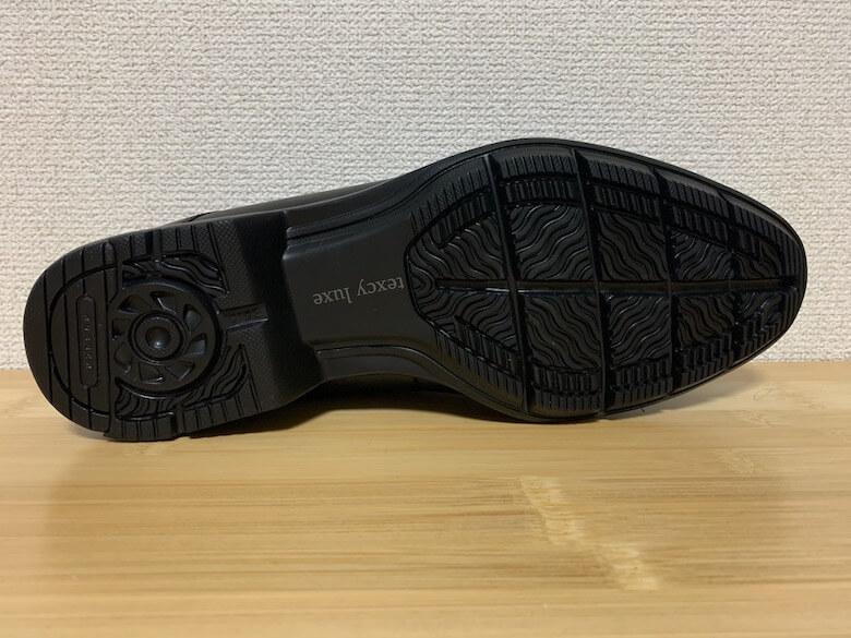 テクシーリュクスの靴底は少し滑りにくい程度