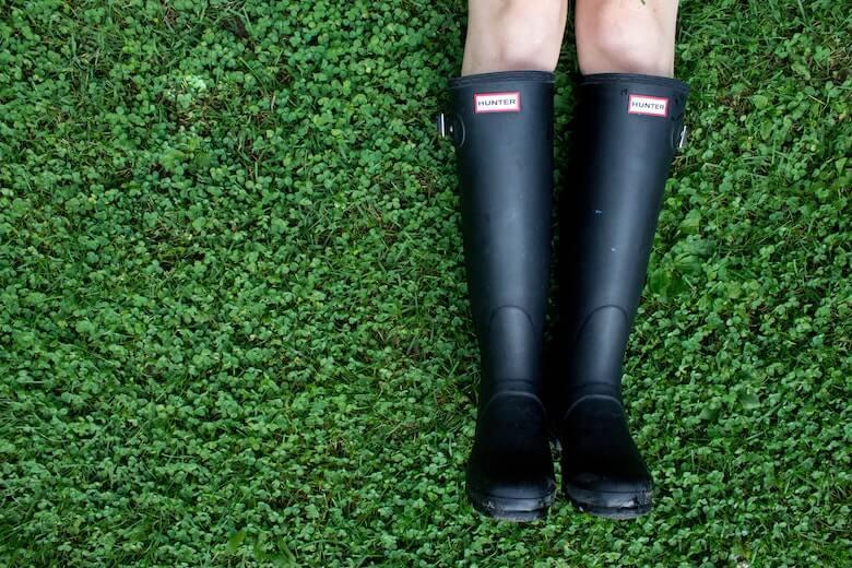 滑らない長靴を環境別に解説します。