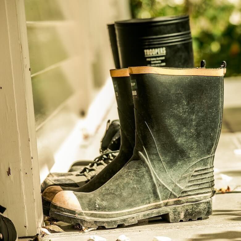 滑らない作業用の長靴を紹介します。