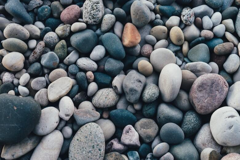 石ころが詰まって滑る