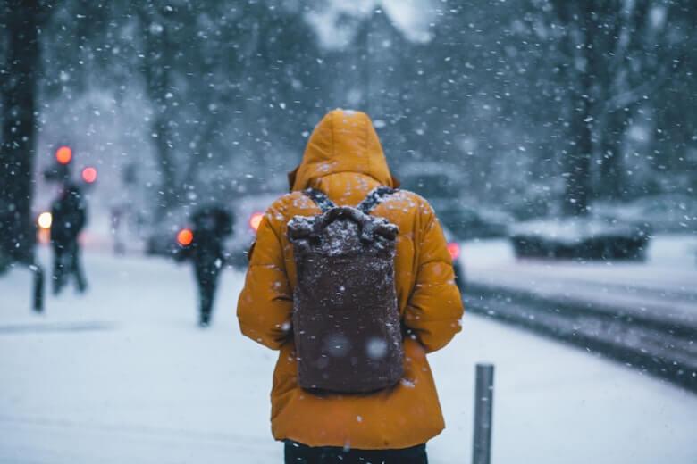 雪やアイスバーンで滑る