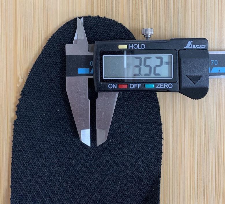 ミズノのジャスタフィットの厚みは薄い場所で3.52mm