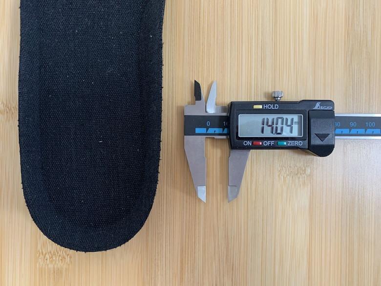 ミズノのジャスタフィットのインソールの1番厚い部分は14.04mm