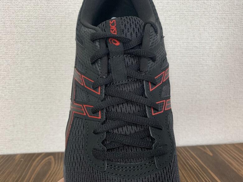 アシックスのGEL-CONTENDは靴紐でフィッティング性が高い