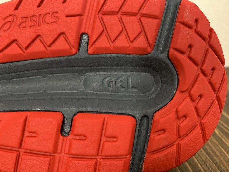 アシックスのGEL-CONTENDは靴底にGELと記載あり