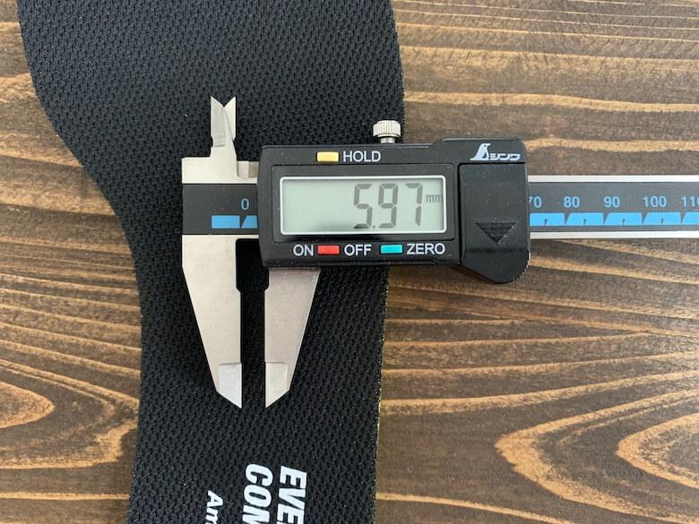 アシックスのGEL-CONTEND6の厚みは、5.97mm