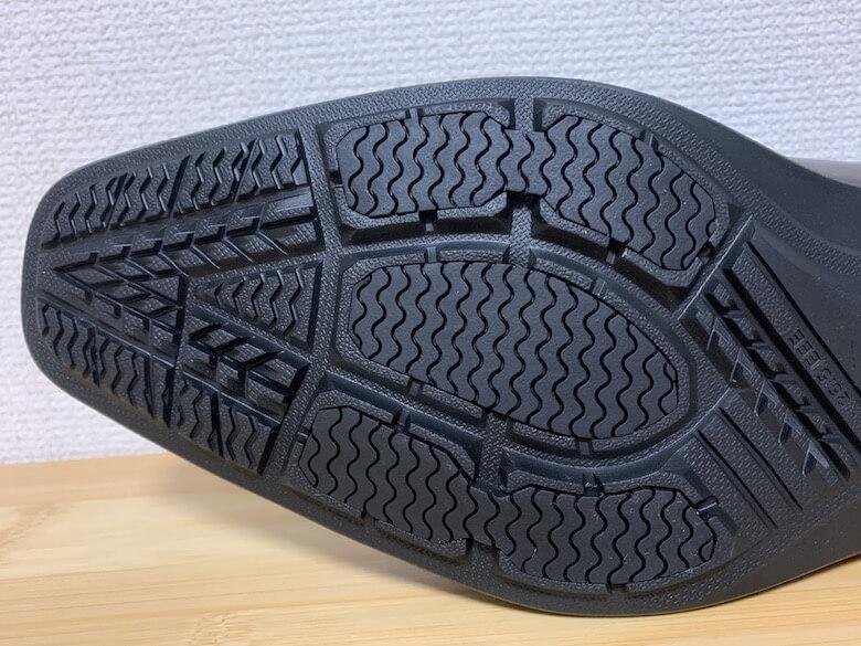 ムーンスターのバランスワークスは靴底にゴムを使用しているので滑りにくい