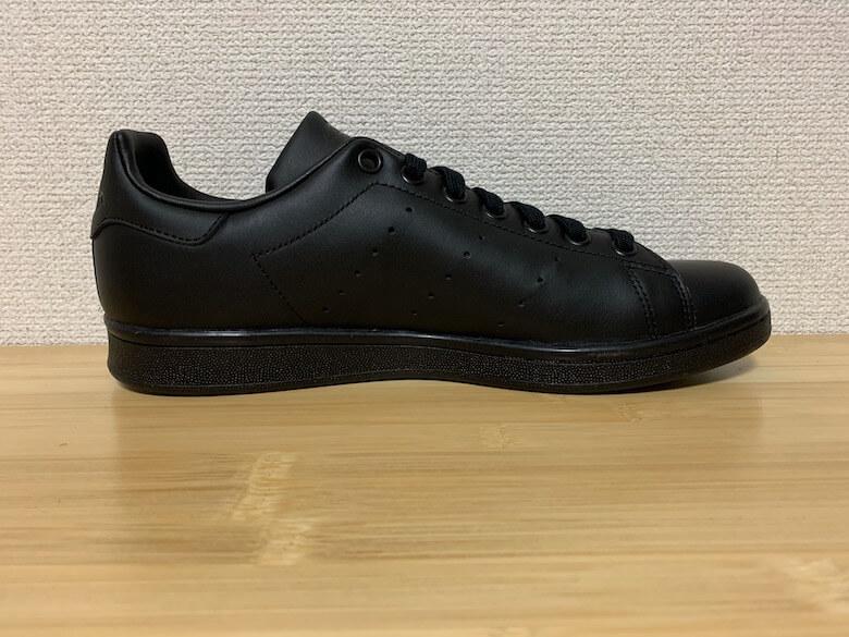 スタンスミスのサイズ感は革靴と比較すると小さめ
