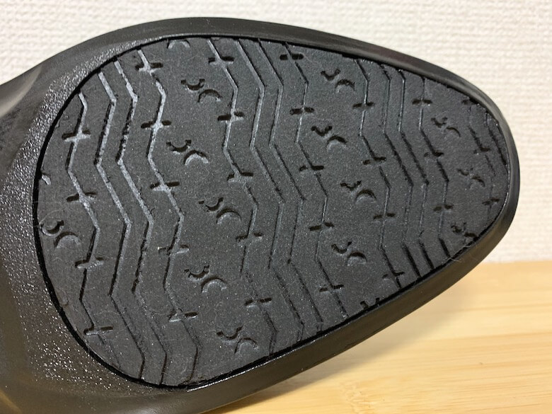 通勤快足はセラミック粒子入りの靴底で雨と雪に強い