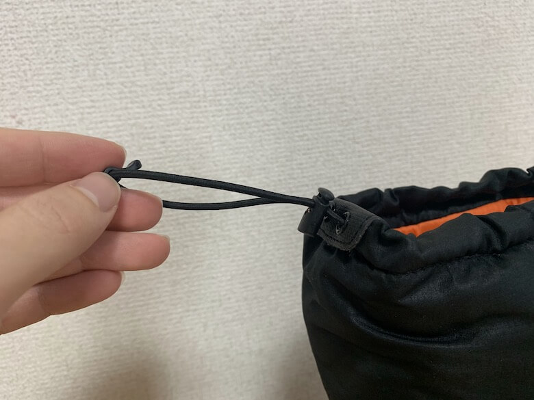 ワークマンのケベックNEOはクイックレースで靴内部へのバックヤード侵入を防ぎます