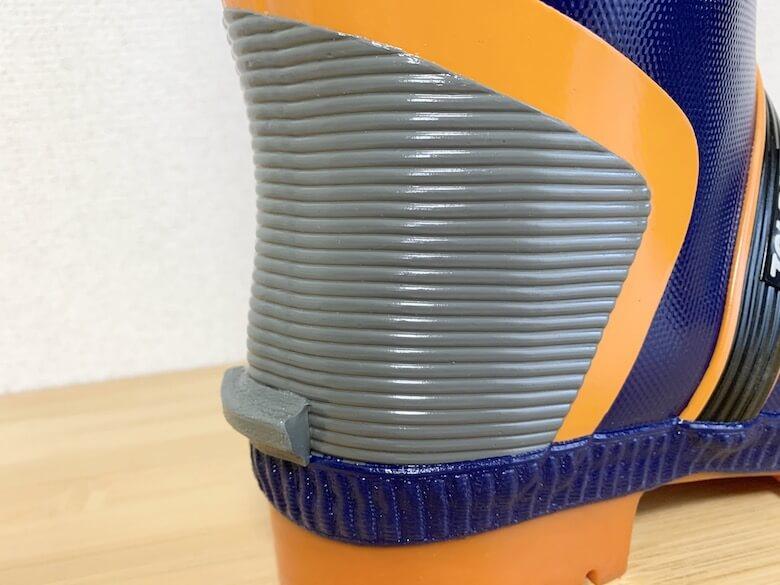 ジョルディックDXはヒールカウンターがあって脱ぎ履きしやすい