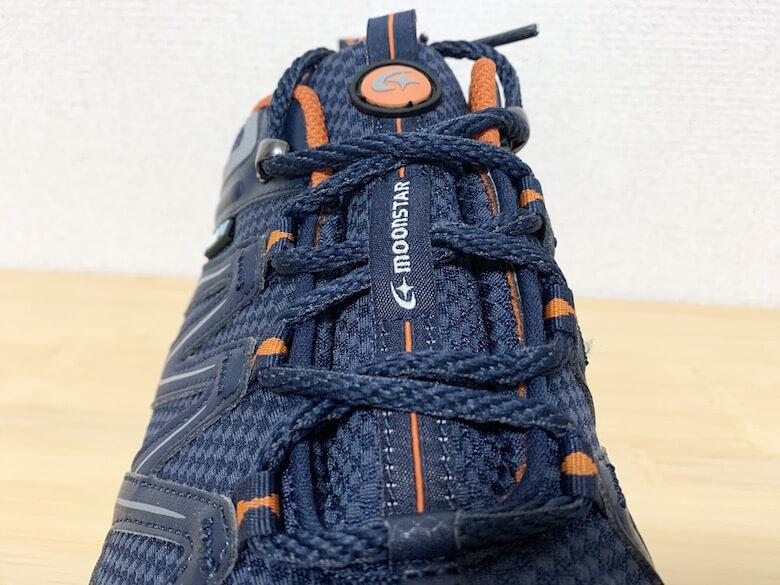 ムーンスターSPLTスニーカーは靴紐で歩きやすい