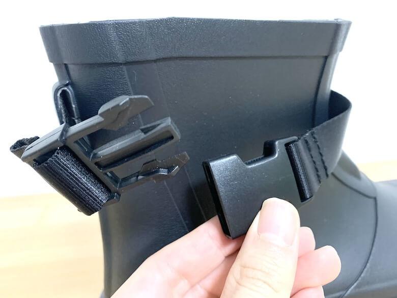 810sのmarkeはバックルでサイズと履き口を調整